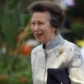 Με σιέλ floral μαντό η Πριγκίπισσα Άννα στην έκθεση λουλουδιών - Στα λευκά η Κόμισσα του Ουέσεξ Σοφία (φώτο) - Κυρίως Φωτογραφία - Gallery - Video