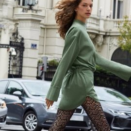 Τώρα που δροσίζει ψάχνουμε τα καλύτερα καλσόν της αγοράς: Λεπτά, πουά, ή διχτυωτά - θα ταιριάξουν με μίνι φούστες & φορέματα (φωτό) - Κυρίως Φωτογραφία - Gallery - Video