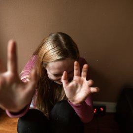 Ενδοοικογενειακή βία στη Ρόδο: Ο 57χρονος χτυπούσε & εξανάγκαζε τη νεαρή γυναίκα του να κάνει σεξ με το Ροτβάιλερ - Πήρε τα παιδιά & έφυγε  - Κυρίως Φωτογραφία - Gallery - Video