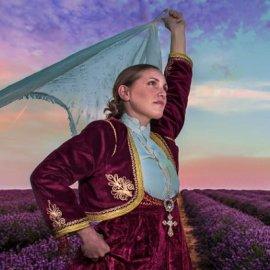 Αποκλειστικές φωτογραφίες της παράστασης «Μαντώ η ηρωίδα της Μυκόνου» σε σκηνοθεσία Μενέλαου Τζαβέλλα - Κυρίως Φωτογραφία - Gallery - Video