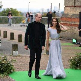 Πρίγκιπας Ουίλιαμ - Κέιτ Μίντλετον: Εκείνος με βελούδινο σακάκι, εκείνη με λιλά τουαλέτα - η νέα χολιγουντιανή εμφάνιση (φωτό & βίντεο) - Κυρίως Φωτογραφία - Gallery - Video