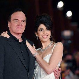 Ερωτευμένος σύζυγος ο Tarantino: Χέρι, χέρι με την γυναίκα του Daniella Pick στο κόκκινο χαλί - φιλιά & βλέμματα λατρείας (φωτό) - Κυρίως Φωτογραφία - Gallery - Video