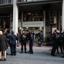 Αιματηρή καταδίωξη στο Πέραμα: Στον ανακριτή οι 7 αστυνομικοί - απολογούνται για τον θάνατο του 20χρνου (βίντεο) - Κυρίως Φωτογραφία - Gallery - Video