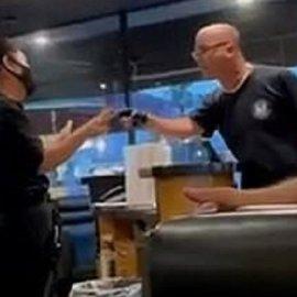 Γρονθοκόπησαν αρνητή μάσκας σε εστιατόριο: Ο «τσαμπουκάς» ξεκίνησε όταν ο πελάτης επέμενε να μπει στο μαγαζί (βίντεο) - Κυρίως Φωτογραφία - Gallery - Video