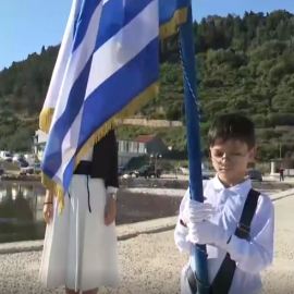 Μας συγκίνησε όλους ο 9χρονος Τάσος: Παρέλασε μόνος του, με την δασκάλα στο πλάι του, στο βορειοδυτικότερο άκρο της Ελλάδας, το Μαθράκι (βίντεο) - Κυρίως Φωτογραφία - Gallery - Video