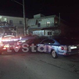 Απίστευτες σκηνές εκτυλίχθηκαν στο Αλιβέρι όταν αυτοκίνητα συγκρούστηκαν και έπεσαν επάνω σε τέσσερα παιδιά (φωτό) - Κυρίως Φωτογραφία - Gallery - Video